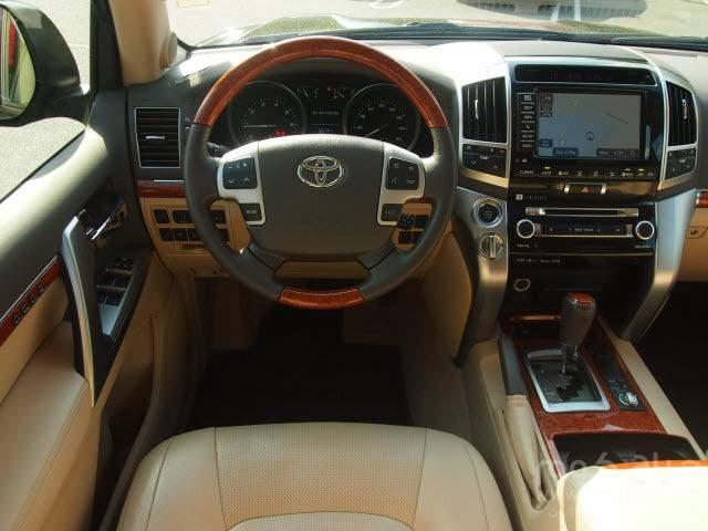 2013 Toyota Land Cruiser V8 SUV