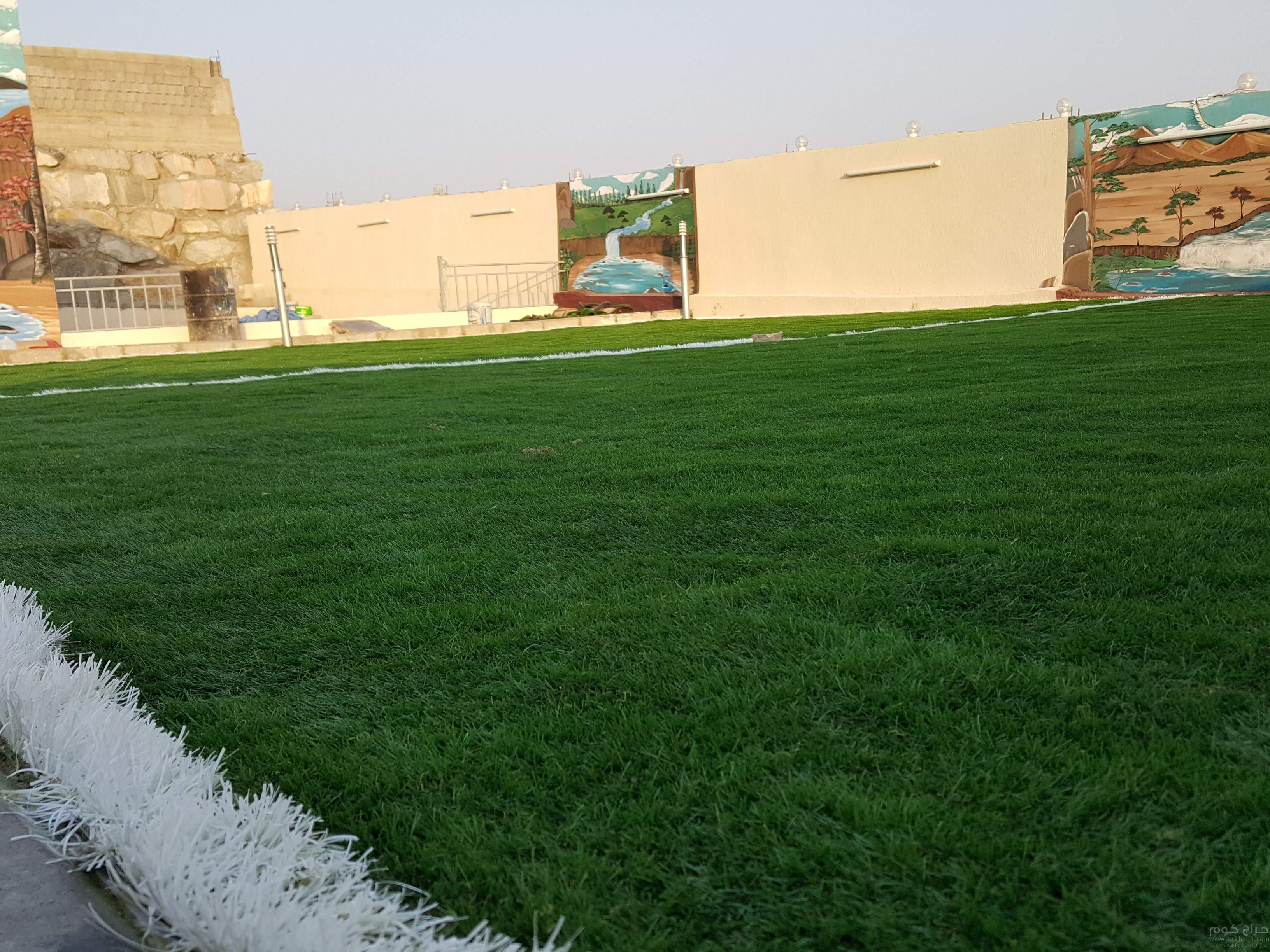 عشب صناعي مسطحات خضراء ملاعب حدائق استراحات